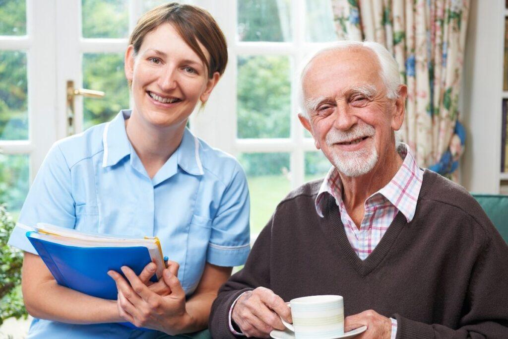 opiekunka z starszym panem