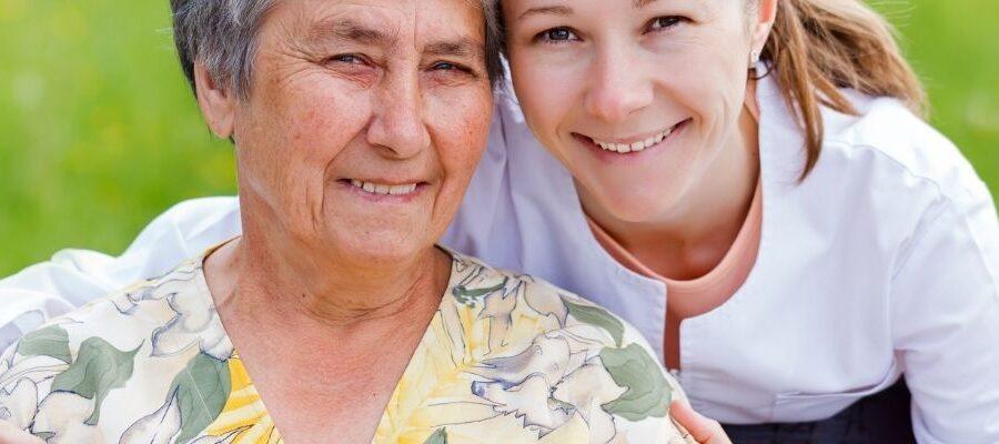 praca w opiece nad osobami starszymi