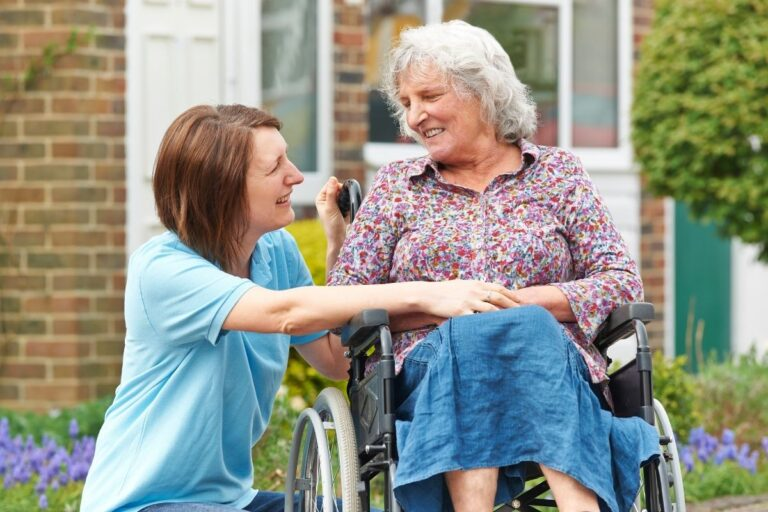 wykształcenie opiekunki osoby starszej